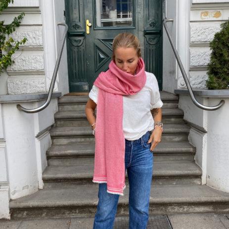 Paul cashmere scarf fischgrät rot.jpg